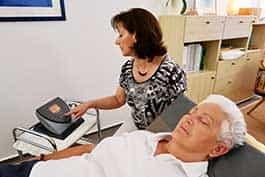 BEMER Therapie - Behandlung einer Patienten